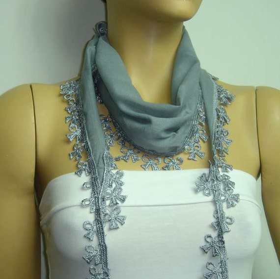 Gray cotton scarf with bow lace fringe.