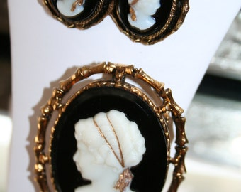 Brooch/Pendant Cameo with Matching PIerced Earrings