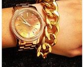 Ultra Bold: Gold Chunky bracelet.