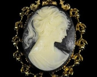 Vintage Brooch Faux Cameo Resin Burnished Bronze Setting