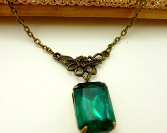 Emerald Green Necklace May Birthstone Vintage Rhinestone Estate Style jewelry