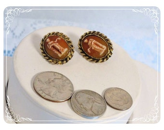 Molded Vintage  Amber Colored Cameo Clip on Earrings  E2239a-080712000