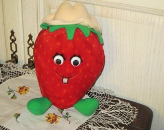 Vintage Del Monte Plush Country Strawberry 1988 /  Country Yumkin :)