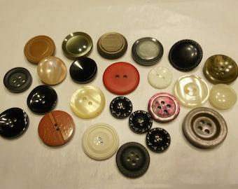 24 piece vintage button mix, 12-24 mm (30)
