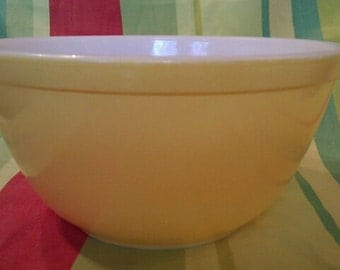 Vintage Pyrex Yellow Nesting/Mixing Bowl