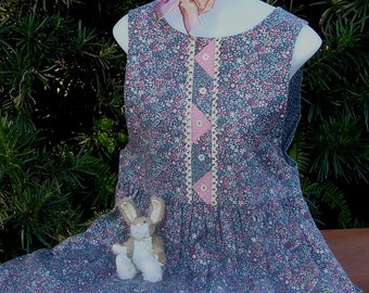 Country Casual Calico Jumper with Strip-Quilting Placket Detail and Zip Back