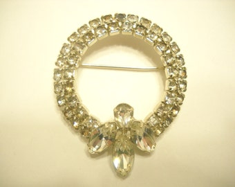 Vintage RHINESTONE WREATH BROOCH (3617)