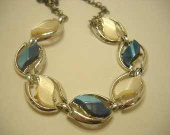 Vintage BLUE & WHITE THERMOSET Necklace  (7562)