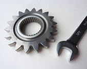 Metal F1 gear paperweight Honda Formula 1 gear guys mans desk accessory car racing gift