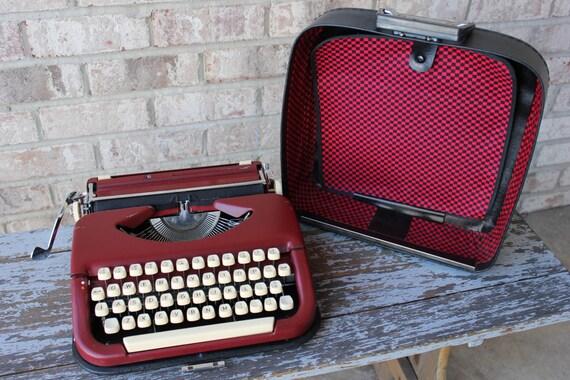 SALE /// MARITSA 11 portable manual RED typewriter made in Bulgaria working