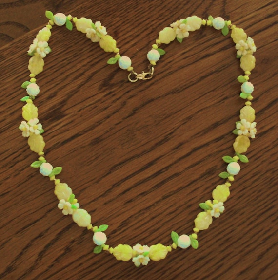 Items Similar To Vintage Necklace Of Plastic Flowers And