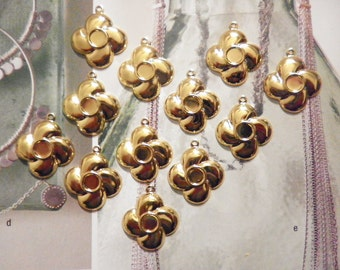12 Vintage Goldplated Flower Pendants with 4mm Setting