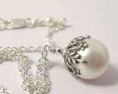 Bridesmaid jewelry. Single pearl bridal necklace. Winter wedding pearls Snow queen. Flower pearl drop pendant.