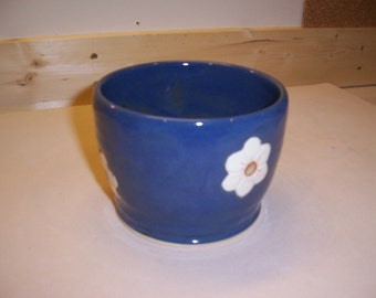 Stoneware plant pot with carved daisies encircling
