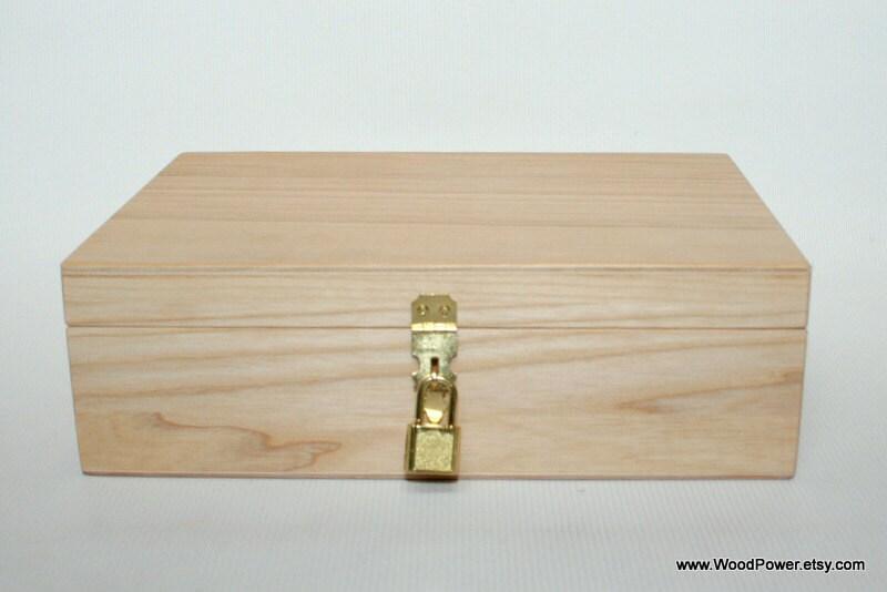 en bois de cadeau et de bo te souvenirs avec cadenas bo te. Black Bedroom Furniture Sets. Home Design Ideas
