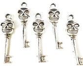Skeleton Key Charms 33x10mm Antique Silver Tone Metal Skeleton Halloween Skull Key Charms Pendant Lead Free Jewelry Findings 10pcs