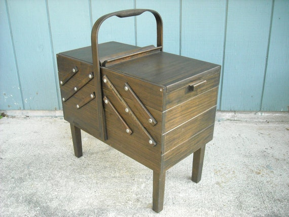 Singer Wood Accordion Style Sewing Box On Legs By