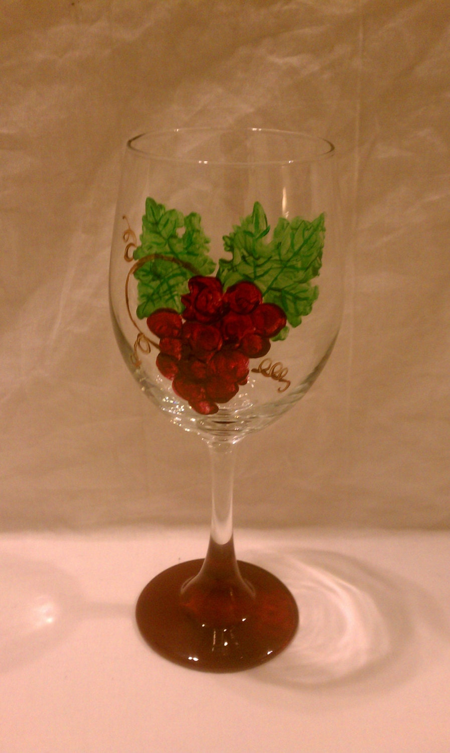 Hand painted 20oz wine glass with grapes for Hand painted wine glasses
