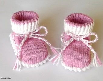 READY TO SHIP. Baby girl booties. Baby booties.Baby gift. Knitted baby booties.Pink and white. Knitted shoes.Newborn booties.