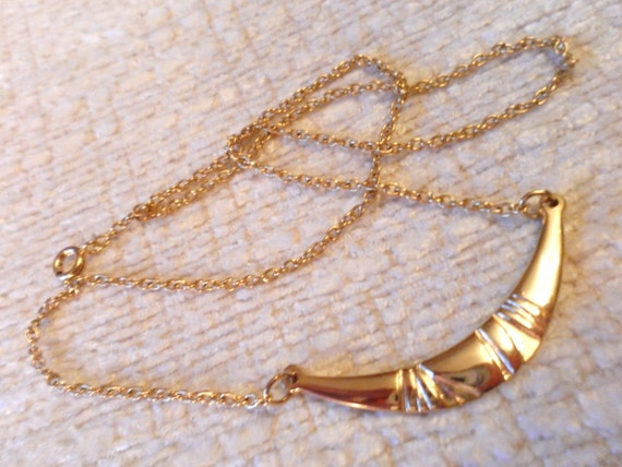 Vintage gold code 1970s fashionable necklace