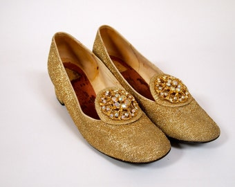 Vintage 1960s gold lurex evening shoes with low heel and rhinestone brooch embellishment on toe
