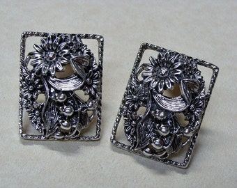 1963 Antique Garden Sarah Coventry Clip On Earrings
