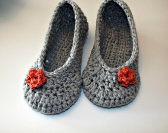 Crochet slippers in gray with paprika roses house shoes, made to order in your size
