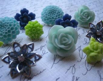 Pretty Thumbtacks / Flower Push Pins 12 pcs Green and Blue Flower Thumbtacks, Bulletin Board Thumbtacks, Wedding Decor, Small Gifts