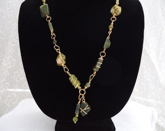 Green Serpentine and Gold Wire Necklace
