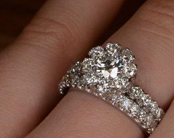 Flower-Shaped Diamond Engagement Ring and Wedding Band Set (18K White Gold)