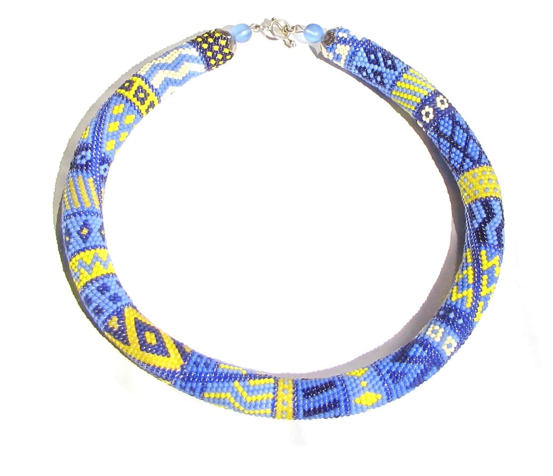 collier de perles au crochet patchwork perle au crochet. Black Bedroom Furniture Sets. Home Design Ideas