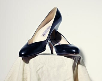 Vintage PAPAGALLO pumps / black leather / made in Spain / size 8