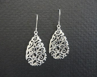 Small teardrop earrings in silver, paisley drop silver earrings, simple everyday earrings, Hypo allergenic earrings