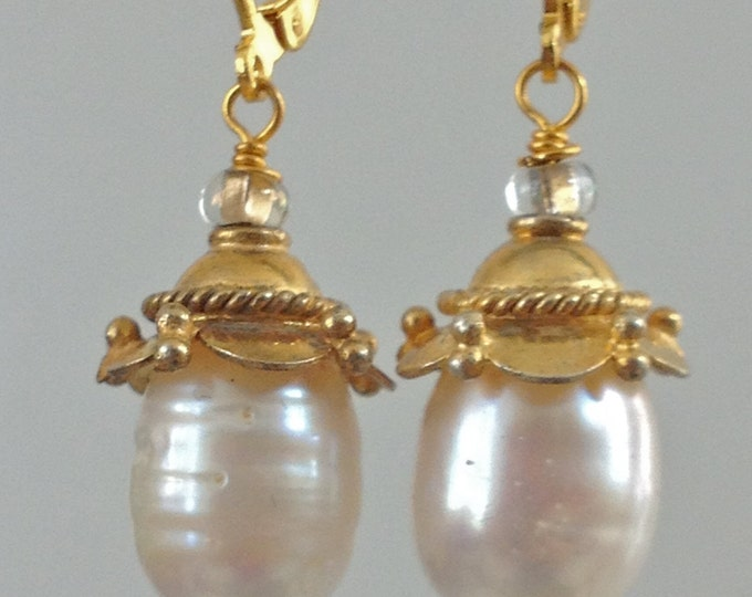 Unique Handmade Jewelry-Beaded Jewelry Designs-Shimmery freshwater pearls- Bride, Bridesmaid gift, Wedding, Classic pearl