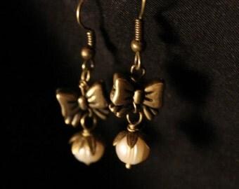 Ribbon Pearl Earrings