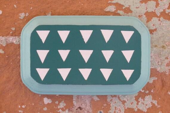 Pequeño azul de cielo, mar verde y nube blanca pintura triángulo