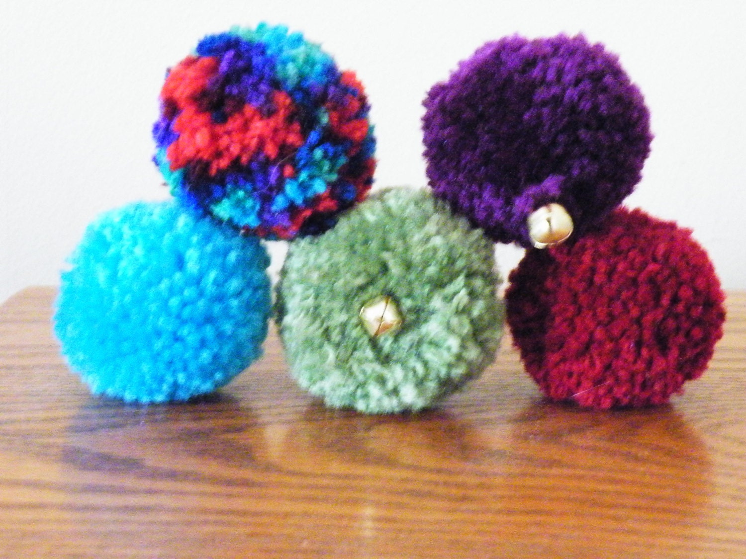 5 handmade 2 inch yarn pom pom cat toy balls with and by