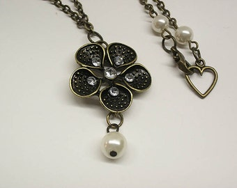 Floral pendant Necklace, silver plated chain with pearls.