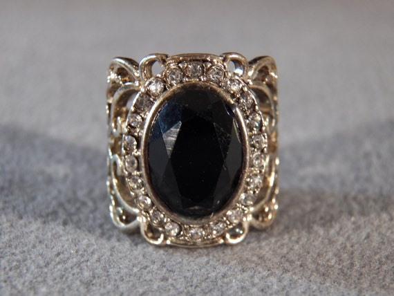 Vintage Yellow Gold Tone Round Rhinestone Oval Jet Black Rhinestone Fancy Filigree Etched Scrolled Domed Wide Cigar Wedding Band Ring Size 6