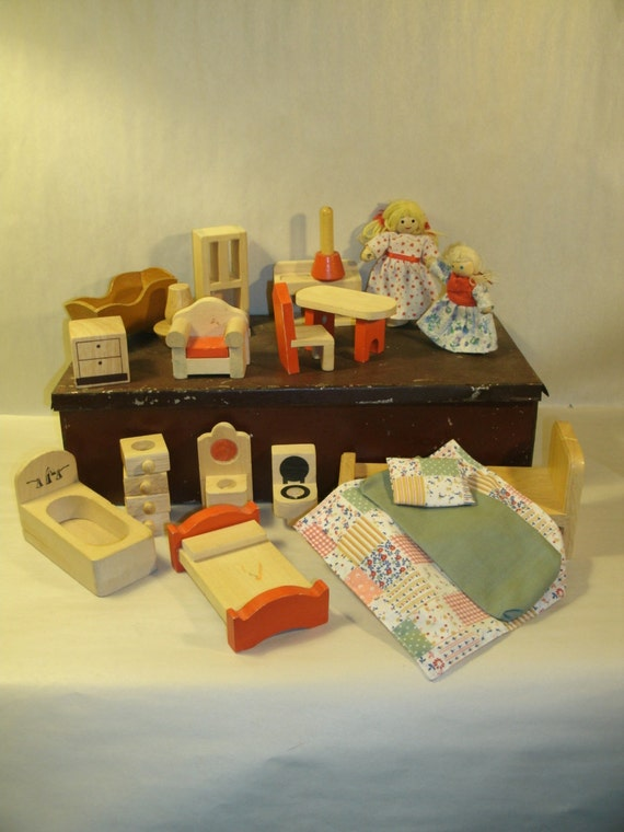 Wooden Doll Furniture Dolls 18 Pieces Melissa And Doug