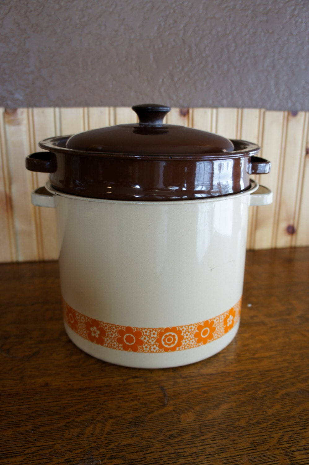 Enamel stock pot with colander and steamer inserts lid