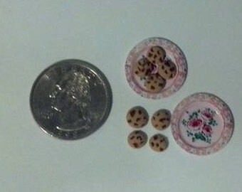 Dollhouse Miniature Chocolate Chips Cookies with Plates 1:12  One Inch Scale