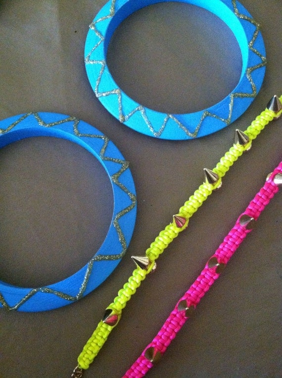 Wooden turquoise bangle set. Pink and yellow neon spike bracelet. Macrame square knot bracelet set.