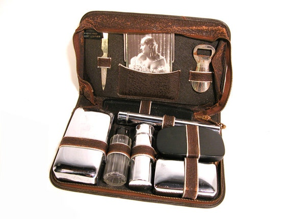 vintage men 39 s travel case leather dopp kit. Black Bedroom Furniture Sets. Home Design Ideas