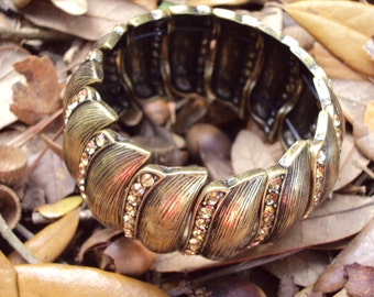 Antiqued Gold Tone Metal Stretch Bracelet