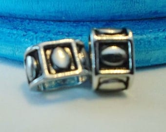 SALE: 2 Rhodium Oval Pattern Beads for Licorice Leather bracelet,