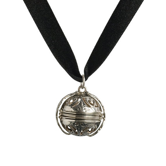 Mary queen of scots pomander necklace black for Mary queen of scots replica jewelry