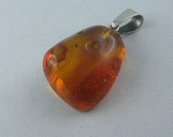Beautiful amber pendant with sterling silver eyelet (925 Ag). VINTAGE