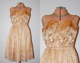 Vintage 1950s Golden Girls Shiny Metallic Leaves Brocade Sleeveless Juniors Dance Party Prom Dress Frock Mad Men Glam. Size XS Small