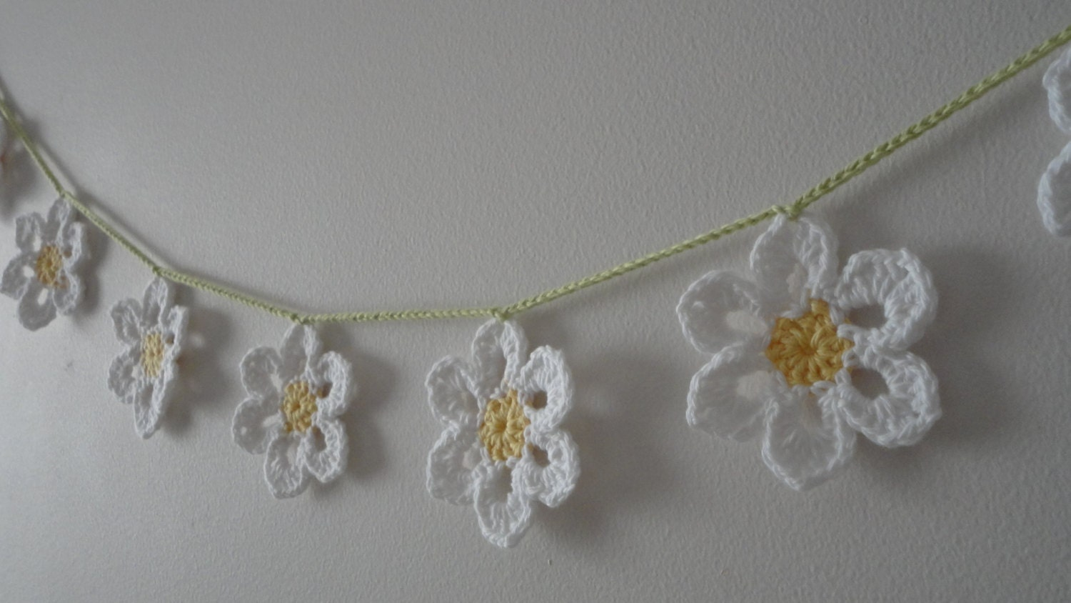 This 5' daisy chain garland measures about 60